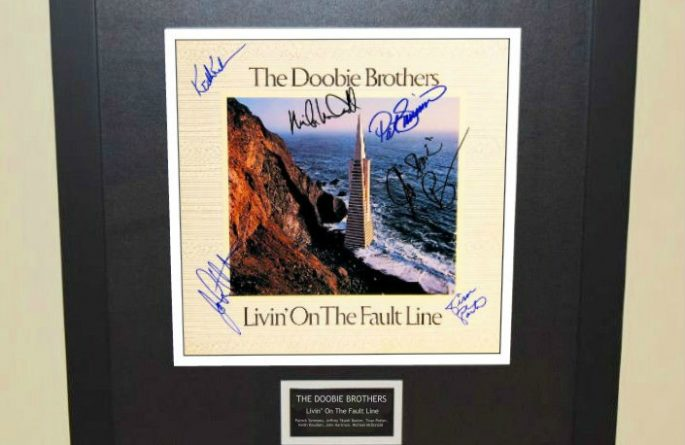 The Doobie Brothers – Livin' On The Fault Line