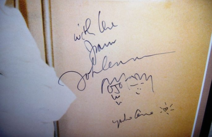 John Lennon – Life With The Lions