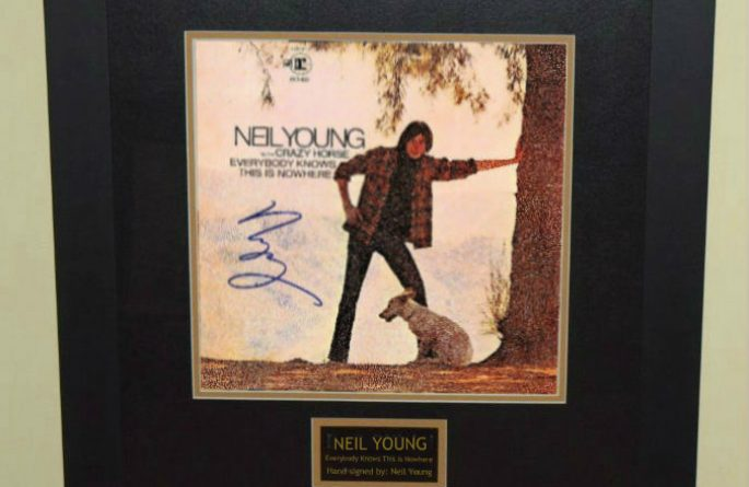 Neil Young – Everybody Knows This Is Nowhere