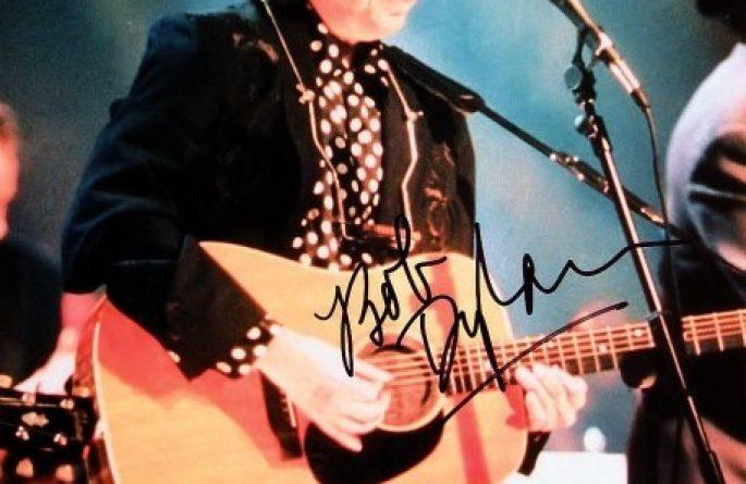 #2-Bob Dylan Signed 8×10 Photograph