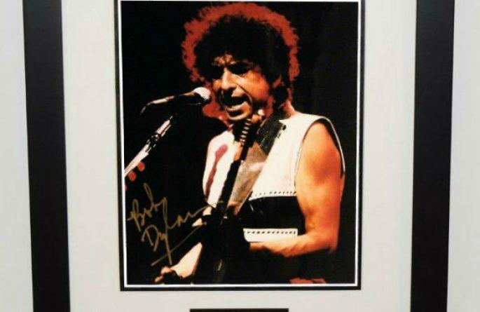#7-Bob Dylan Signed 8×10 Photograph