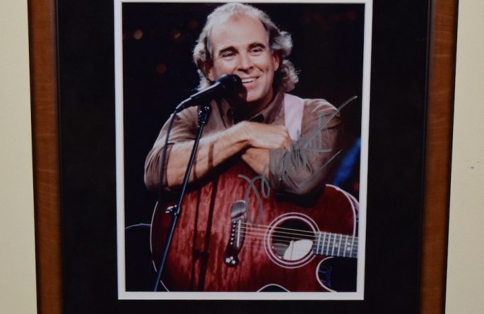 #1-Jimmy Buffett Signed 8×10 Photograph
