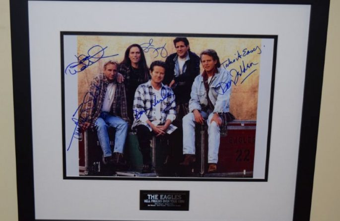 #2-Eagles Signed 8×10 Photograph