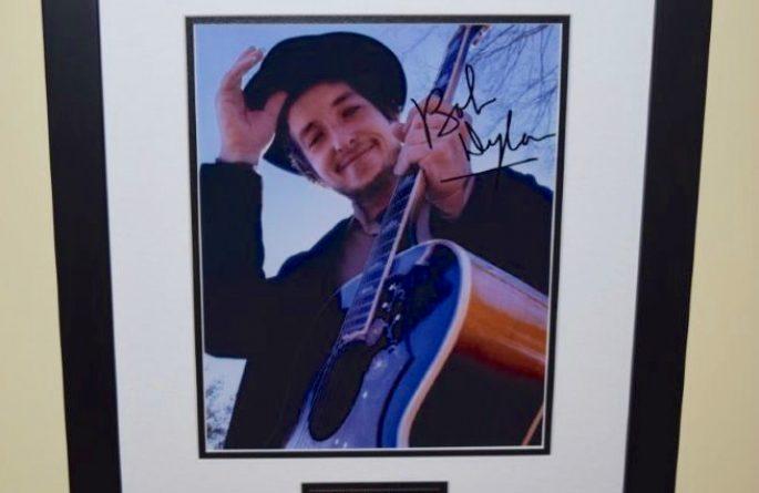 #4-Bob Dylan Signed 8×10 Photograph