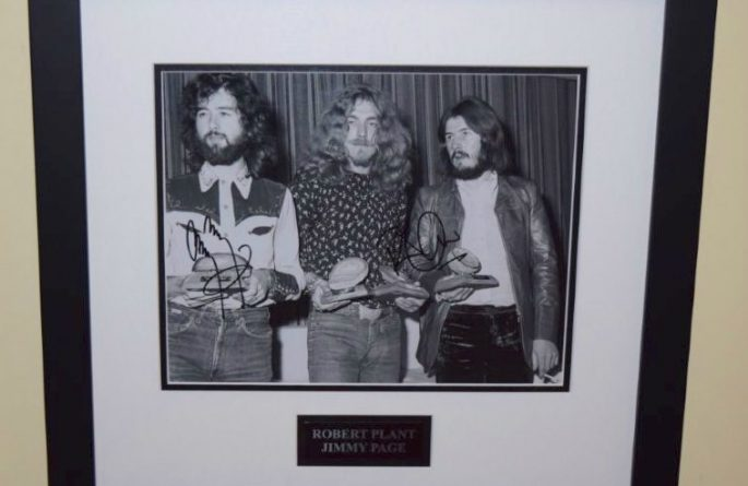 #5-Led Zeppelin Signed 8×10 Photograph