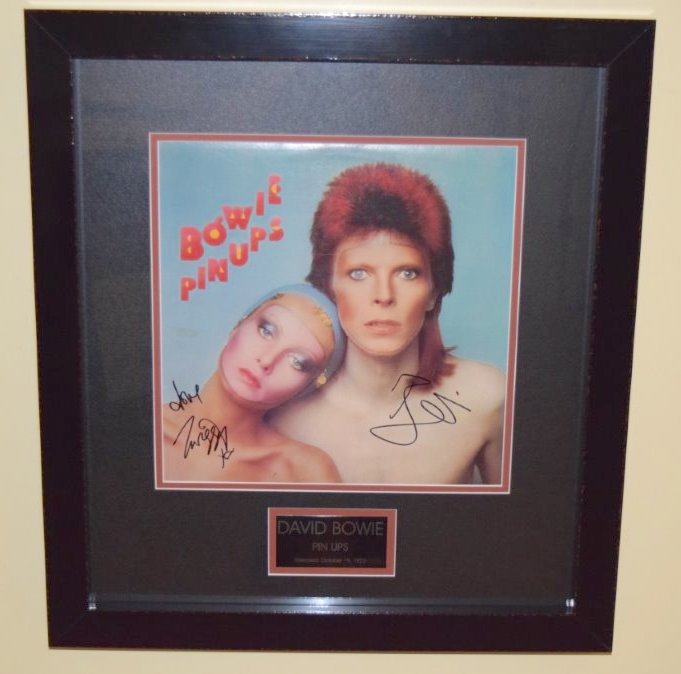 david bowie pin ups twiggy rock star gallery hand signed collectiblesrock star gallery. Black Bedroom Furniture Sets. Home Design Ideas