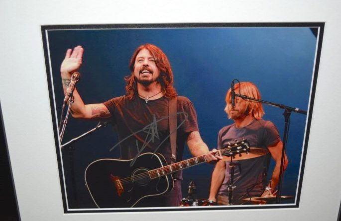 Dave Grohl Signed 8×10 Photograph