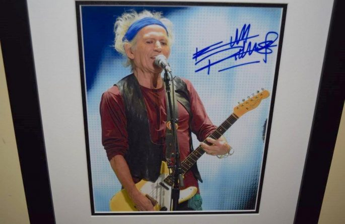 #7-Keith Richards Signed 8×10 Photograph