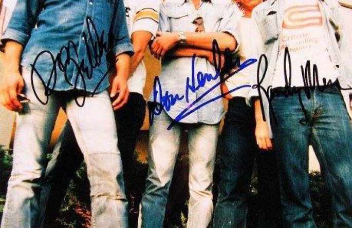 #3-Eagles Signed 8×10 Photograph