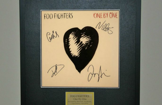 Foo Fighters – One By One