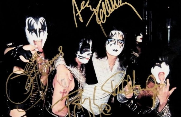 #2-Kiss Signed 8×10 Photograph