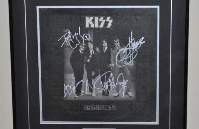 #1 KISS – Dressed To Kill