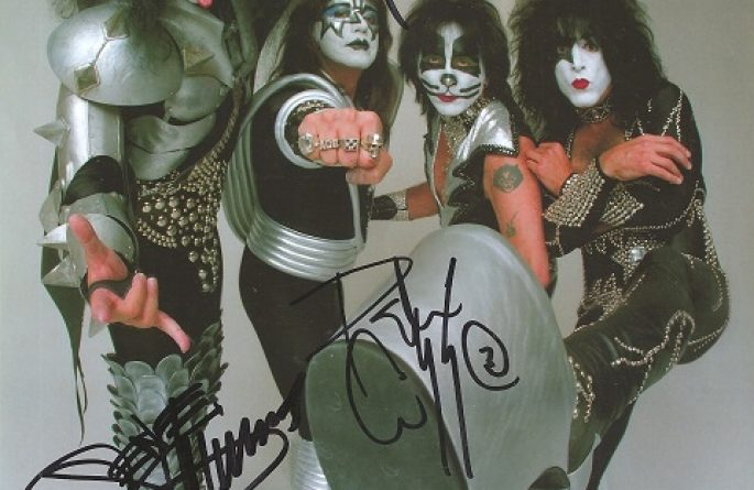 #6-Kiss Signed 8×10 Photograph