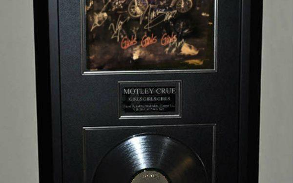Motley Crue – Girls  Girls  Girls
