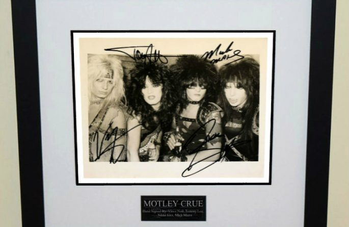 Motley Crue Signed 8×10 Photograph