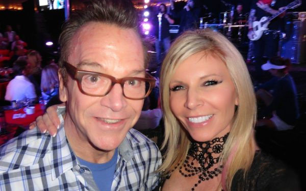 Artist, Stacey Wells with Tom Arnold.