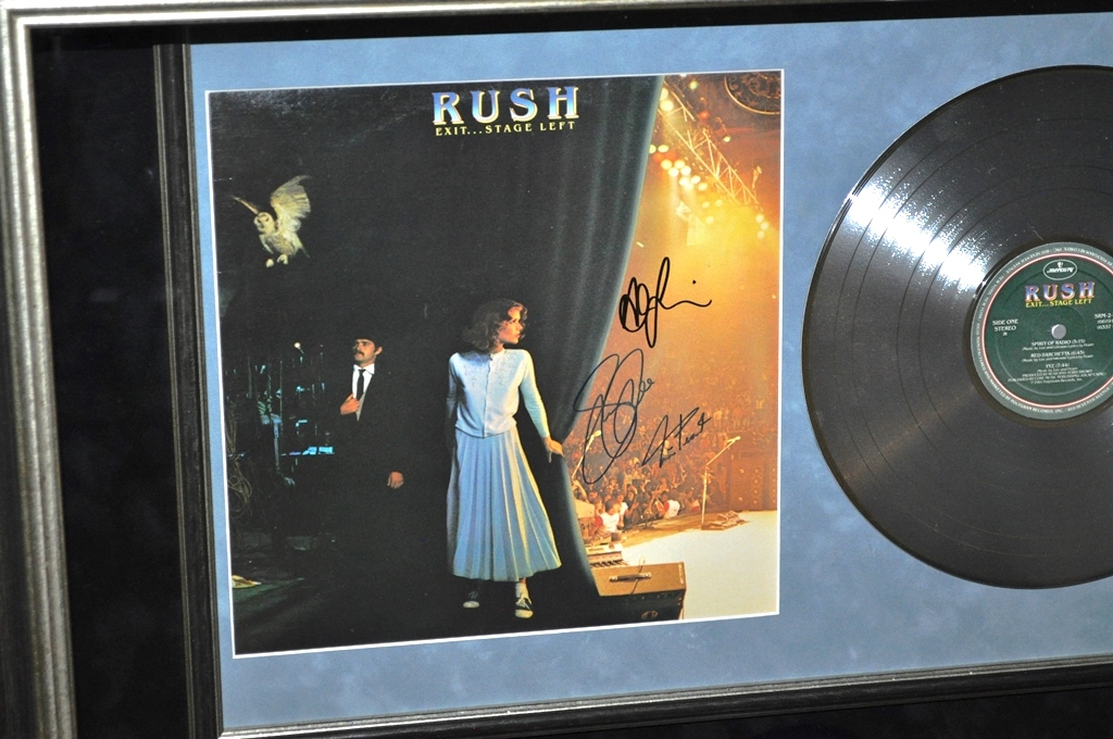 rush signed guitar display rock star gallery authenticityrock star gallery. Black Bedroom Furniture Sets. Home Design Ideas