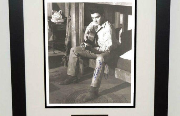 #6-Elvis Presley Signed 8×10 Photograph