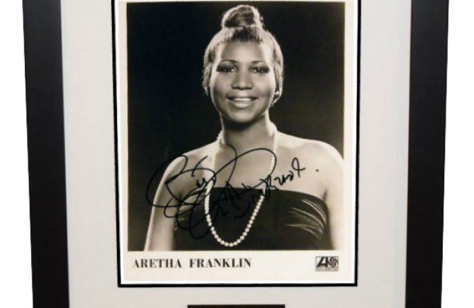 Aretha Franklin Signed 8×10 Photograph