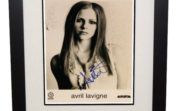 Avril Lavigne Signed 8×10 Photograph