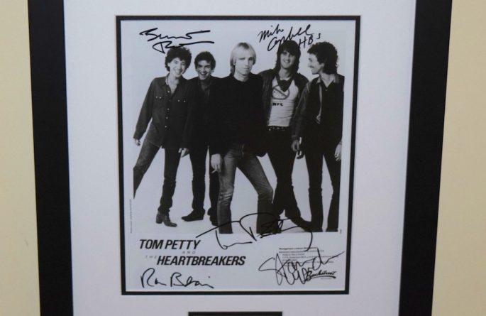 #6-Tom Petty & The Heartbreakers Signed 8×10 Photograph