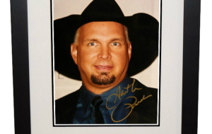 #2 Garth Brooks Signed 8×10 Photograph