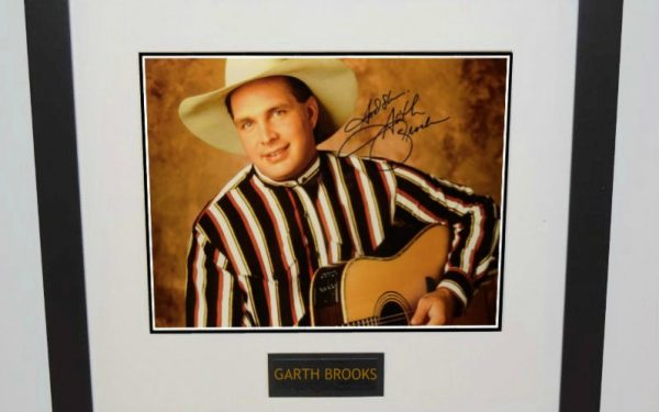 #1 Garth Brooks Signed 11×14 Photograph