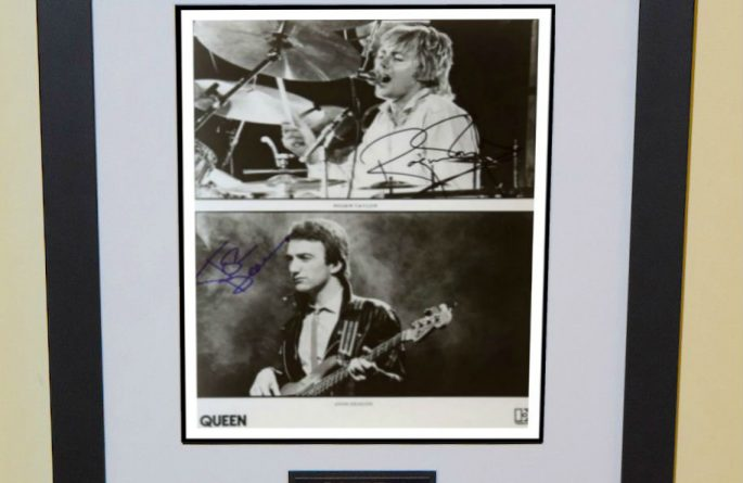 #4 Queen Signed 8×10 Photograph