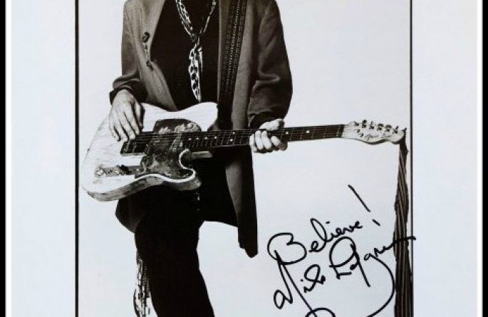 Nils Lofgren Signed 8×10 Photograph
