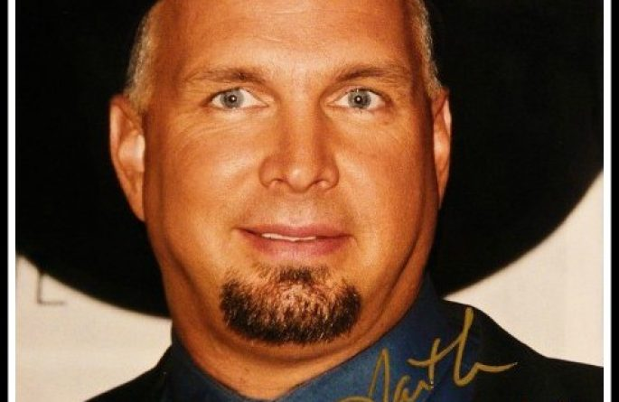 #2 Garth Brooks Signed 8×10 Photograph