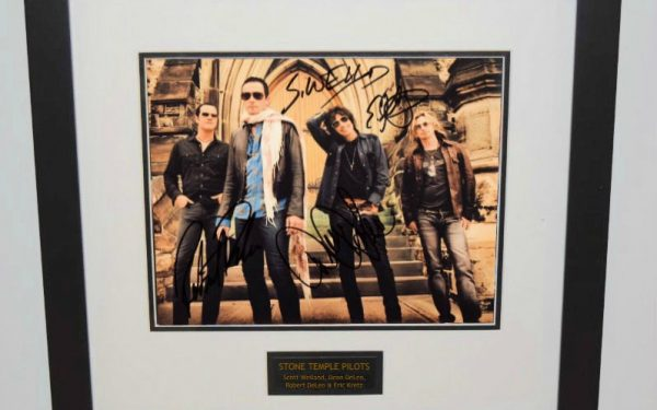 Stone Temple Pilots Signed 8×10 Photograph