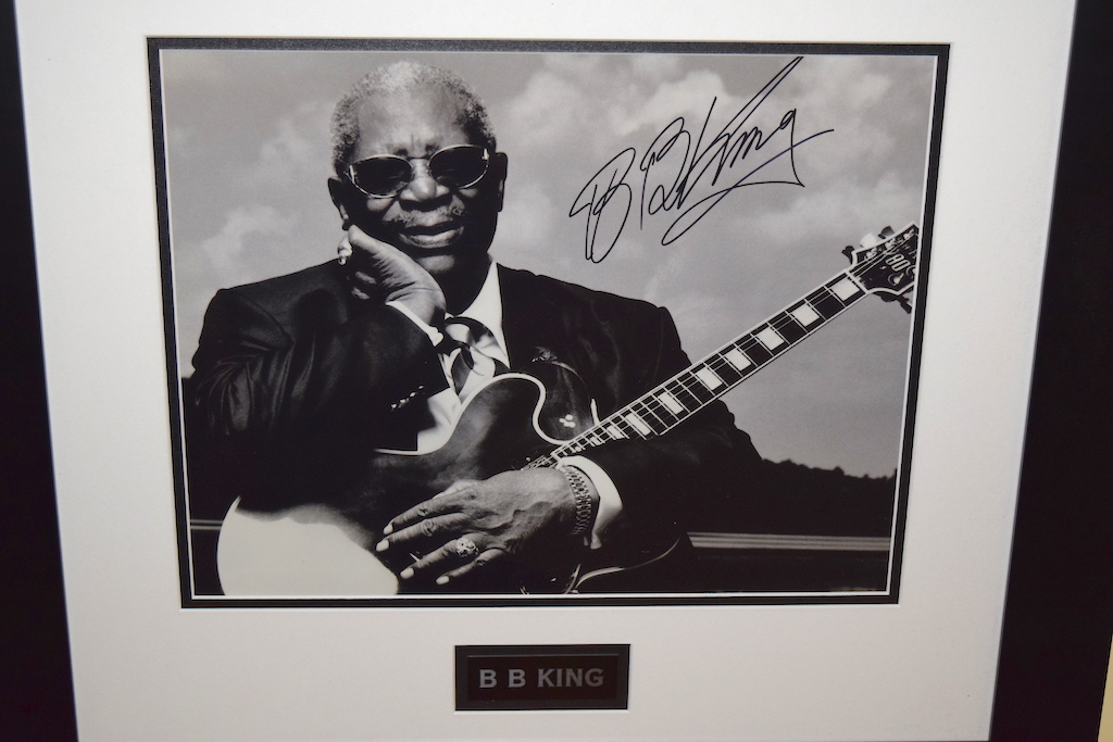 bb king hand signed collectibles rock star gallery hand signed photographrock star gallery. Black Bedroom Furniture Sets. Home Design Ideas