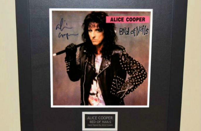 Alice Cooper – Bed Of Nails