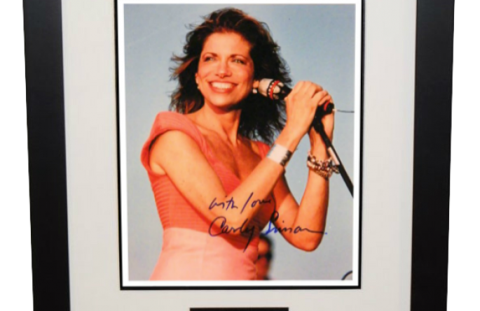 Carly Simon Signed 8×10 Photograph