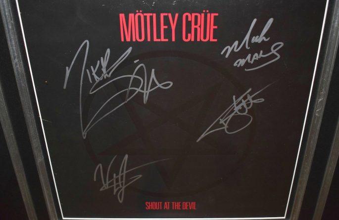 Motley Crue – Shout At The Devil