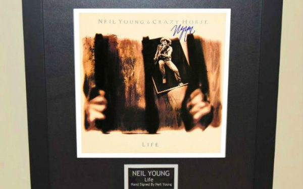 Neil Young – Life
