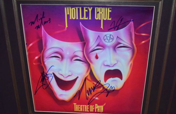 Motley Crue – Theatre Of Pain