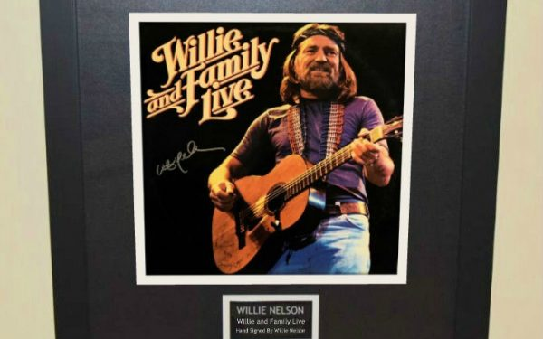 Willie Nelson – Willie and Family Live