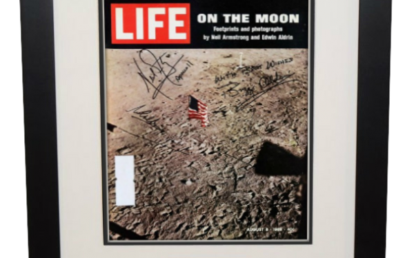 Apollo XI – LIFE On The Moon