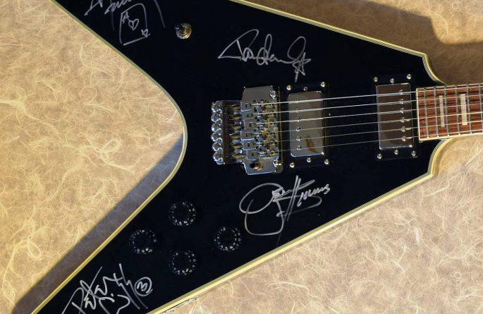 KISS – Gibson Flying V Guitar