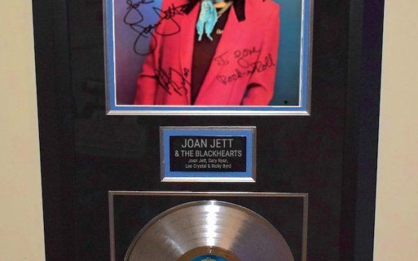 Joan Jett & The Blackhearts – Debut