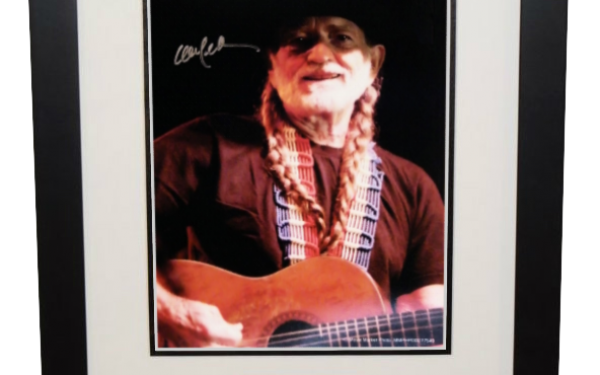 Willie Nelson Signed 8×10 Photograph
