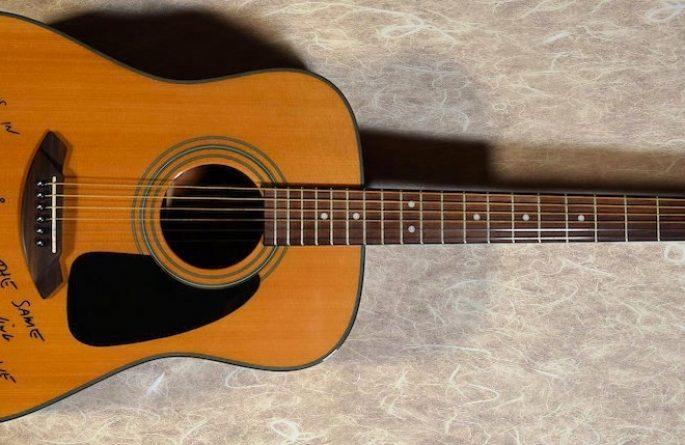 Jimmy Buffett – Acoustic Fender Guitar